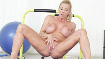 Lara De Santis - Work Outs and Cream Pies
